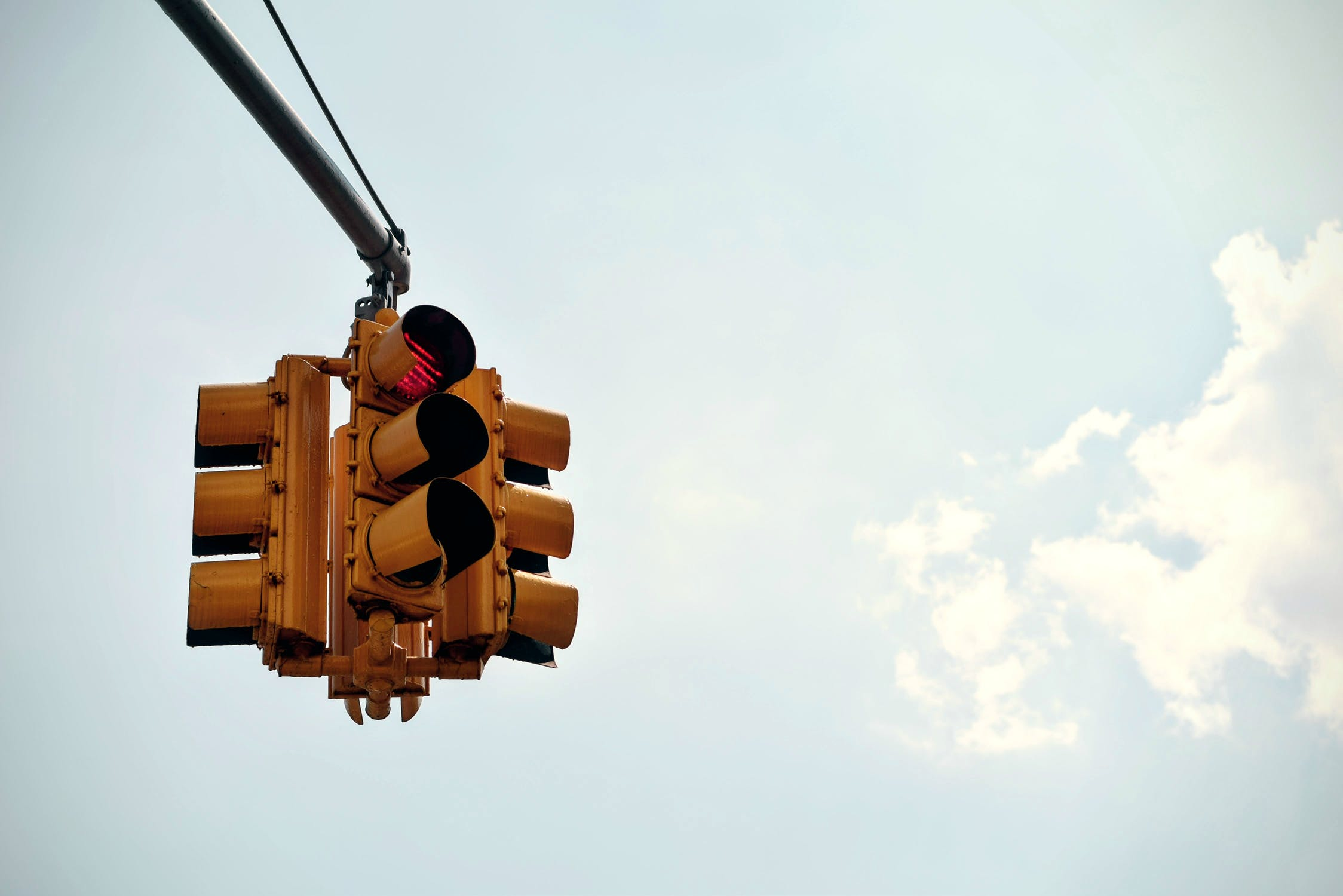 Nieuw bij de entree van OFJ: een mooie gele verkeerszuil